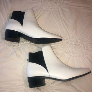 Halogen white booties// Size 8